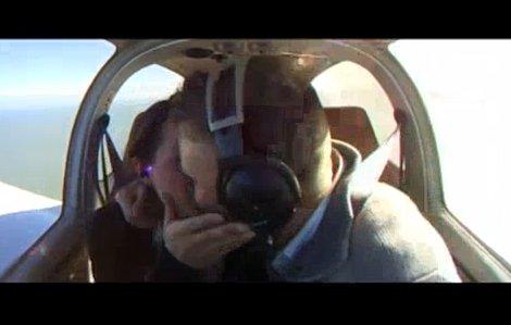Romantyczne oświadczyny w przestworzach (VIDEO)