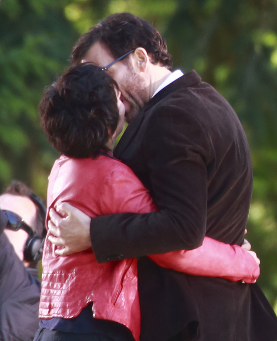 Clive Owen i Juliette Binoche w objęciach (FOTO)