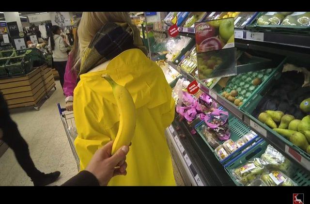 Uważaj, kto staje za tobą w supermarkecie! [VIDEO]