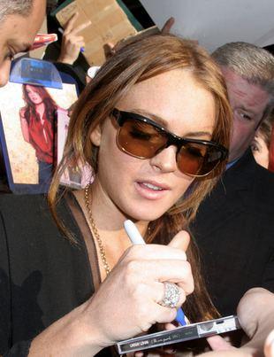 Spłukana Lohan opuszcza premierę