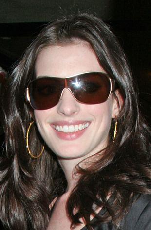 Anne Hathaway w bikini, bez makijażu