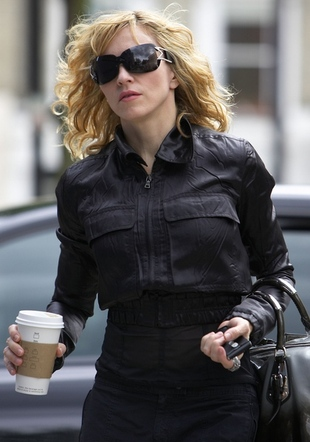 Madonna straszy igłami