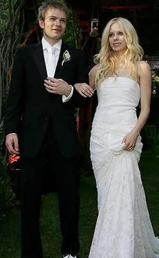 Mąż Lavigne deportowany?