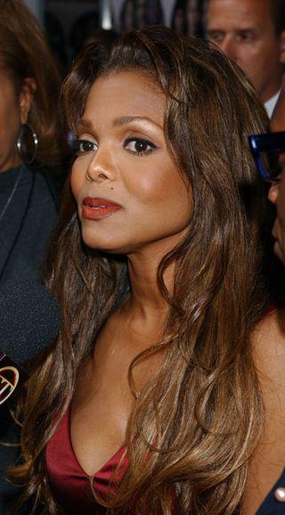 Janet Jackson upodabnia się do brata (FOTO)