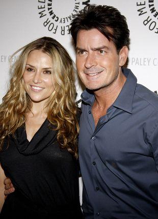 Charlie Sheen groził żonie nożem!