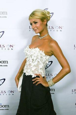 Paris Hilton zaczyna bywać