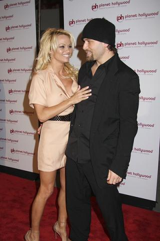 Pamela i Criss Angel w klubie