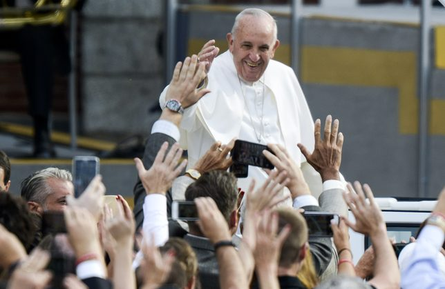 Papież Franciszek już w Polsce – witali go prezydent i Pierwsza Dama