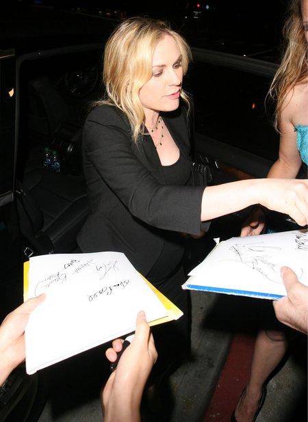 Anna Paquin nawet w ci��y nie odmawia autograf�w (FOTO)