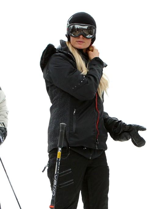 Na stoku Paris Hilton szaleje, a jej chłopak zalicza upadki