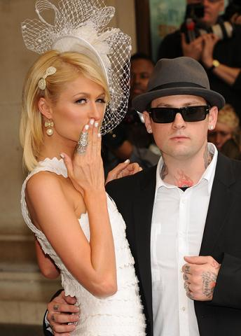 Paris Hilton to Superbohater