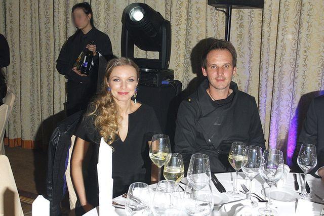 Pascal Brodnicki z �on� Agnieszk� Mielczarek na salonach