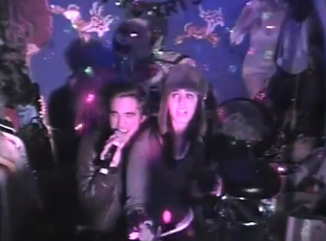 Pijani Robert Pattinson i Katy Perry śpiewają razem karaoke