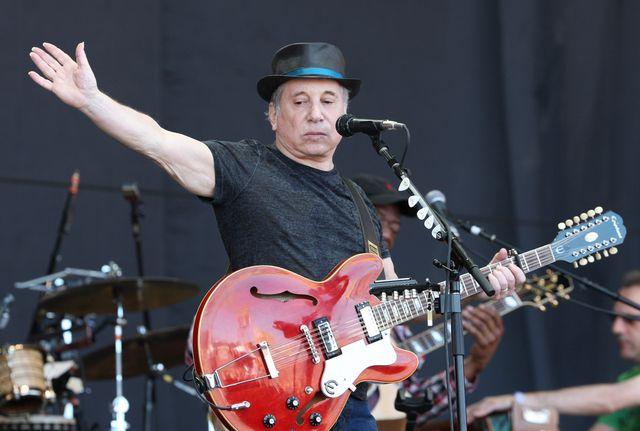 Wybitny muzyk, Paul Simon, został aresztowany