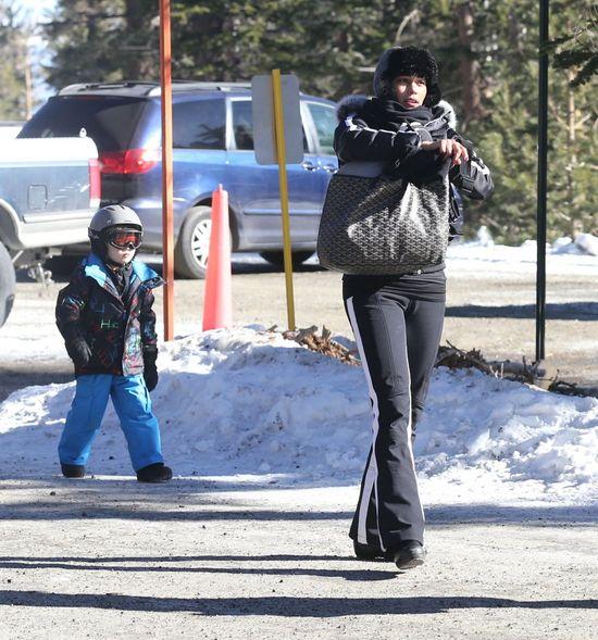 Paula Patton szaleje z synkiem na stoku (FOTO)