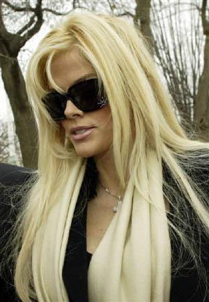 Były kochanek Anny Nicole Smith wyprzedaje jej rzeczy (FOTO)