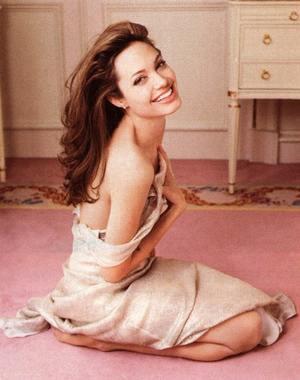 Jolie i Pitt znowu adoptują