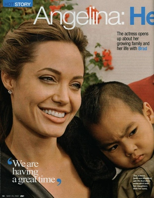 Angelina Jolie grozi mamie Brada