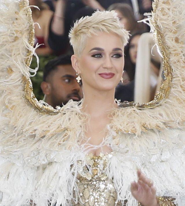 ZJAWISKOWE kreacje na Met Gali 2018: Kardashianki, Rihanna jak papież...