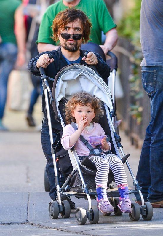 Peter Dinklage przyłapany z córeczką (FOTO)