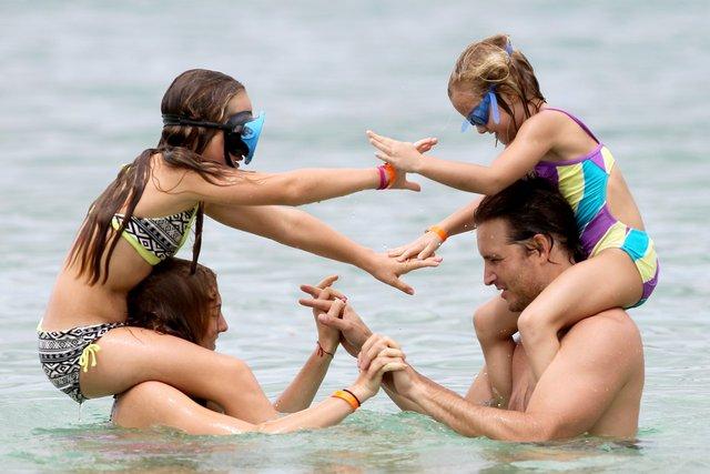 Peter Facinelli na plaży z córkami (FOTO)