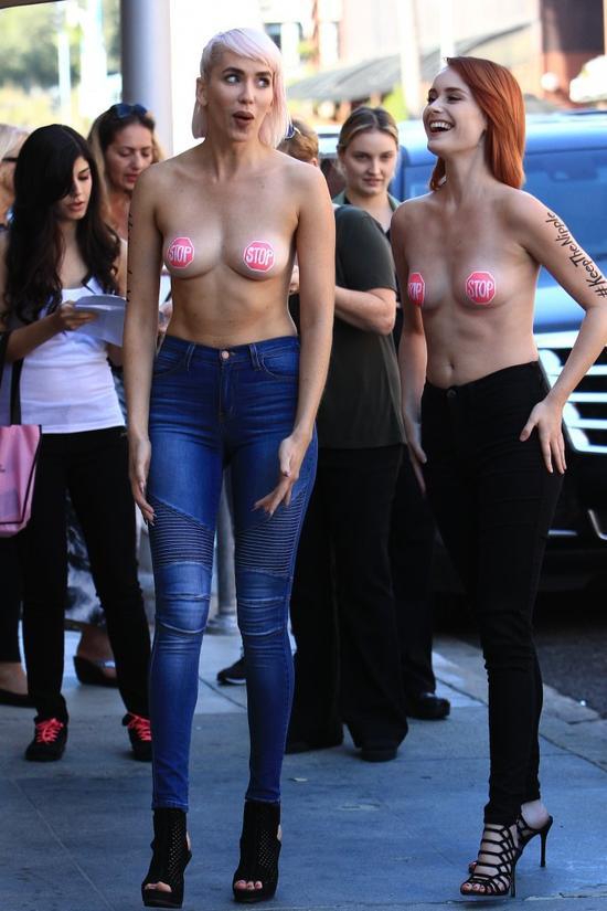 Idziesz chodnikiem a tu... dziewczyny topless (FOTO)