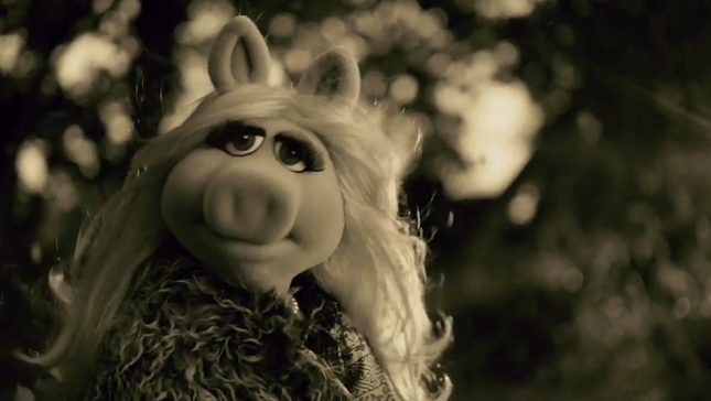 Świnka Piggy śpiewa Hello Adele [VIDEO]
