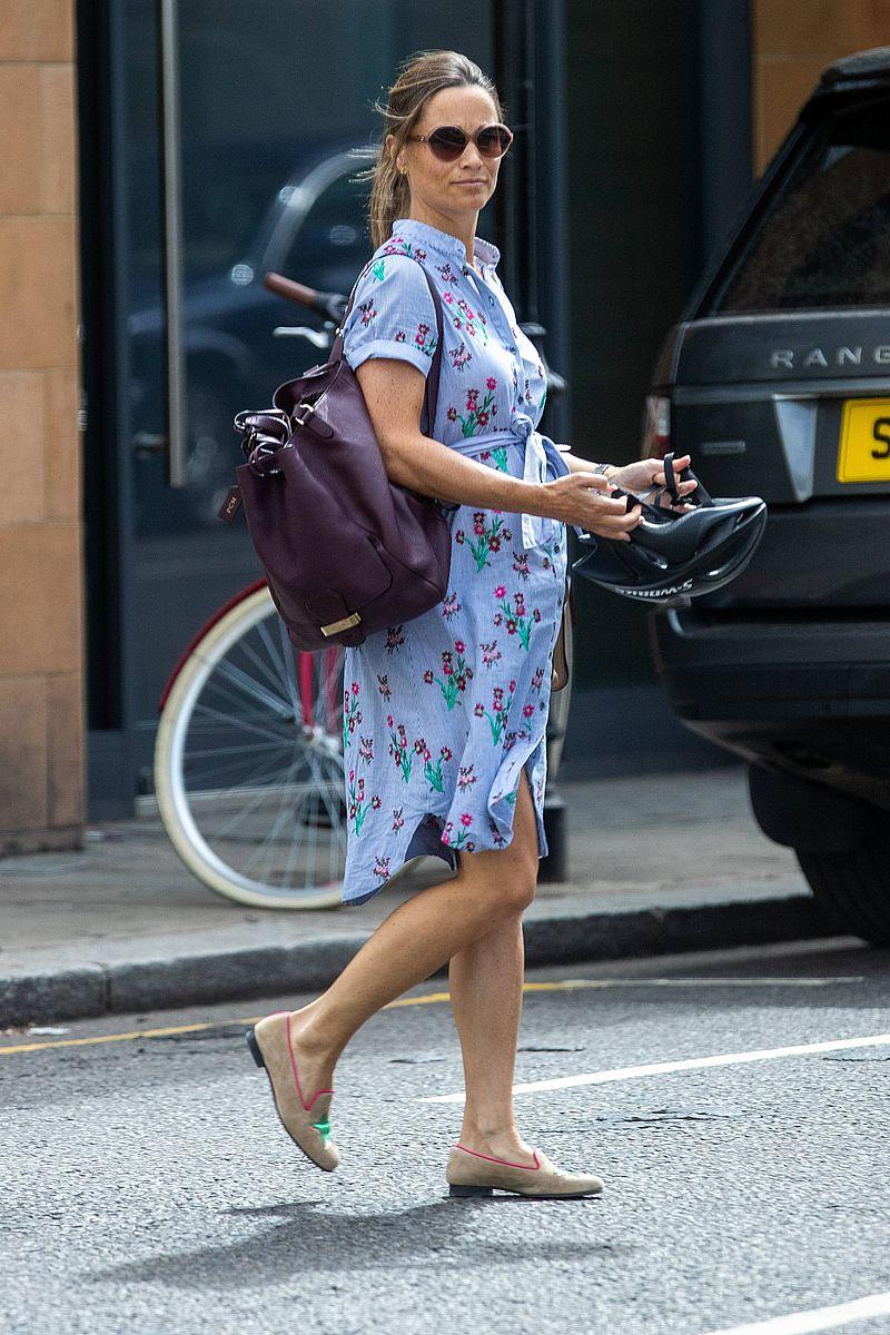 Pippa Middleton na rowerze z DUŻYM ciążowym brzuszkiem (ZDJĘCIA)