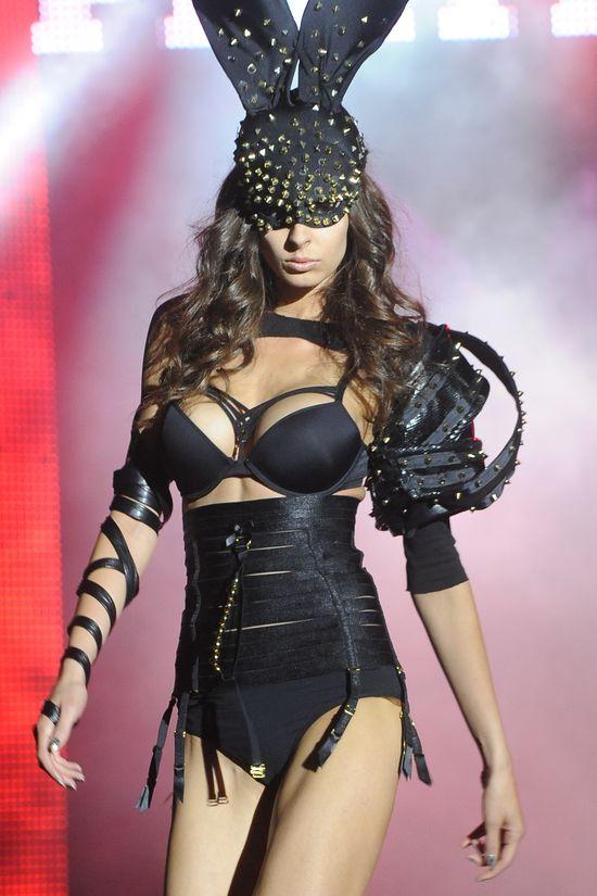 Króliczki Playboya na wybiegu (FOTO)