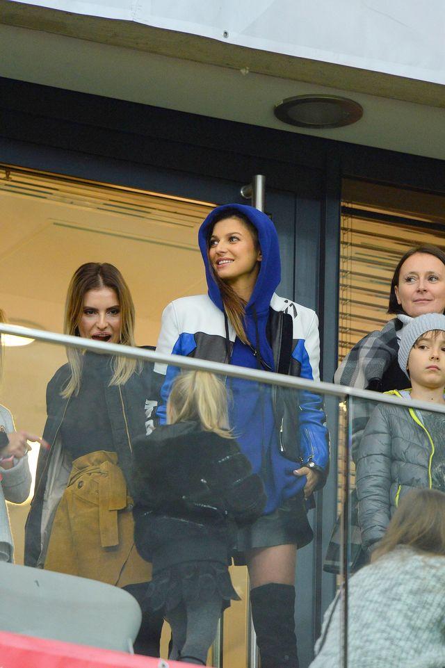 WOW! Seksowna stylizacja Anny Lewandowskiej na meczu z Czarnogórą (ZDJĘCIA)
