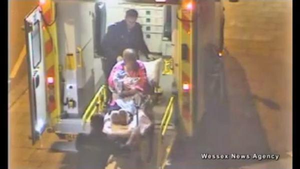 25-latka urodziła dziecko przed centrum handlowym [VIDEO]