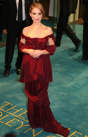 Natalie Portman i złoty deszcz