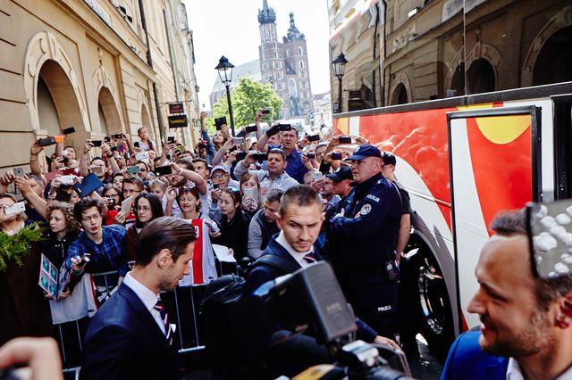 Euro 2016: Polską reprezentacje żegnały... Króliczki Playboya! (FOTO)