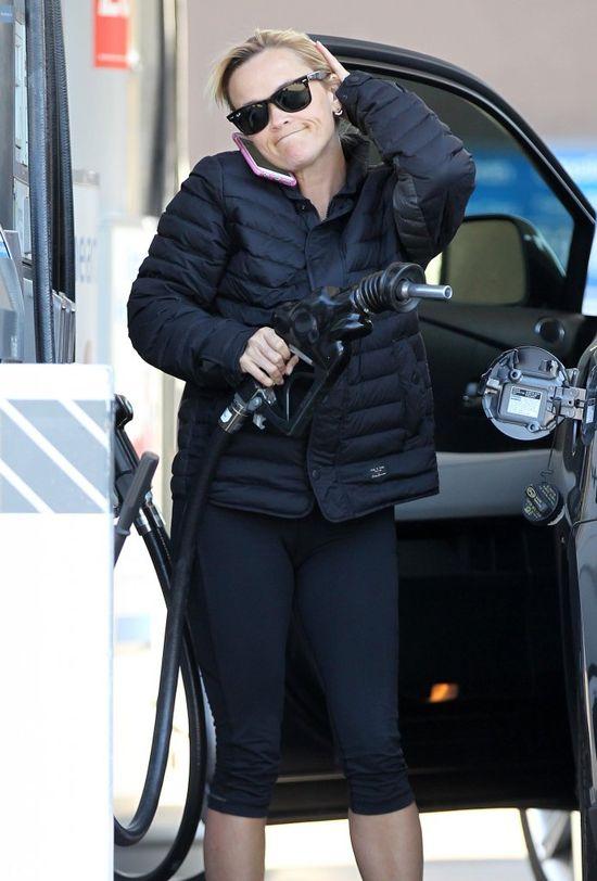 Reese Witherspoon zaliczyła wpadkę na stacji benzynowej FOTO