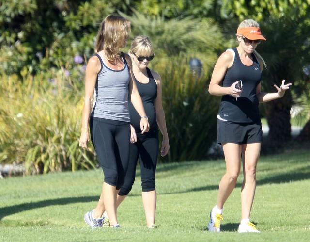 Reese Witherspoon już spala ciążowe kilogramy (FOTO)