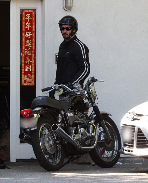 Zaro�ni�ty Keanu Reeves na motocyklu