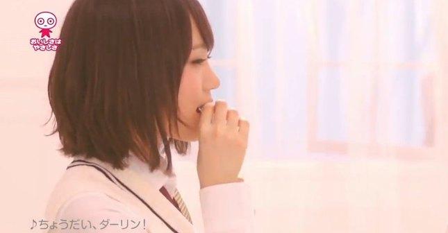 Japonki podają sobie cukierki z ust do ust [VIDEO]