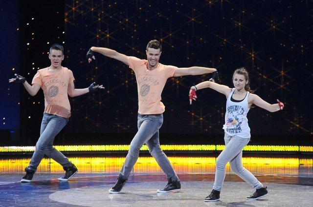 Pamiętacie nauczyciel polskiego tańczącego wacking? (FOTO)