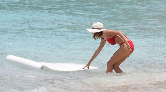 Jessica Alba i Nicole Richie: pojedynek na bikini