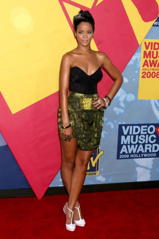 Rihanna seksowna nawet w szlafroku (FOTO)