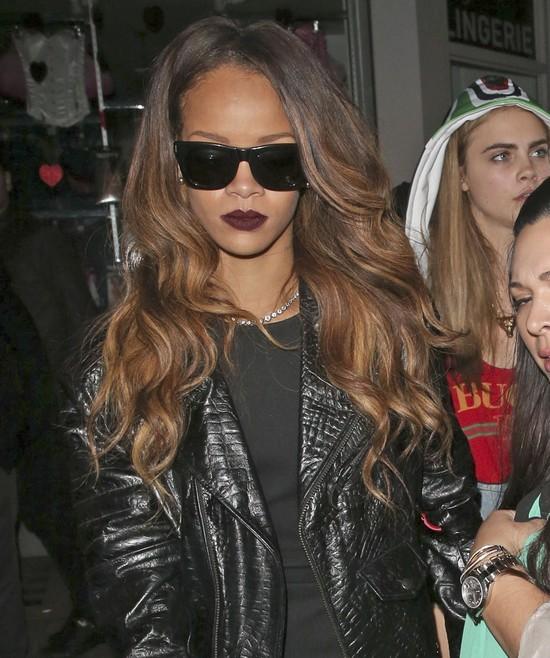 Rihanna ma coraz bujniejszą fryzurę (FOTO)