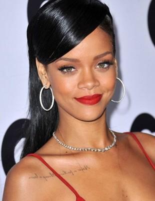 Rihanna opublikowała zdjęcie Browna śpiącego w jej łóżku