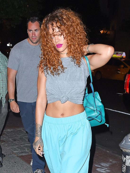 Rihanna w piżamie w restauracji (FOTO)