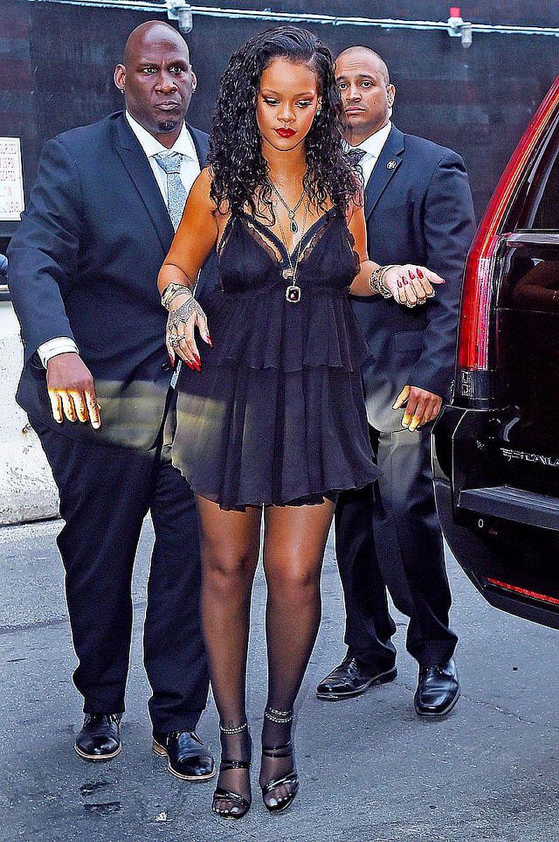 Rihanna pokazała się w BIKINI. Widać, że zrzuciła kilka kilogramów