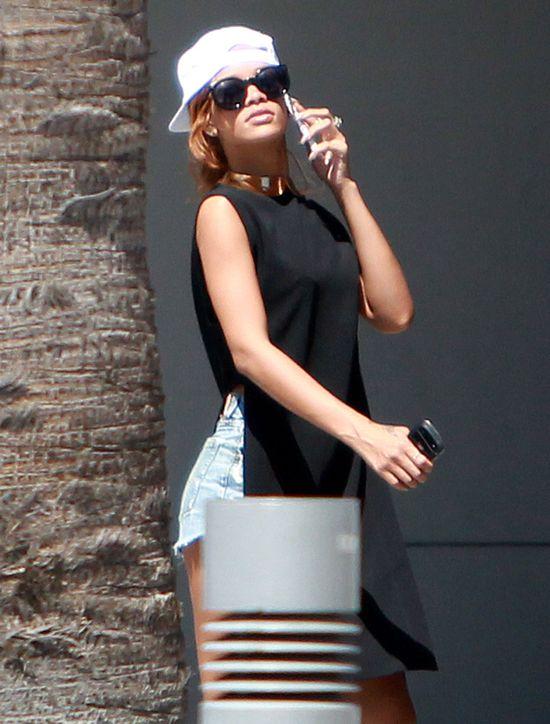 Dziwnie ubrana Rihanna (FOTO)