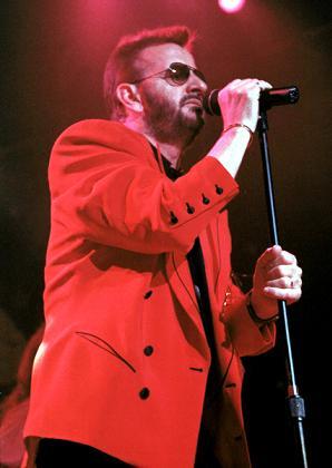Ringo Starr unosi się honorem