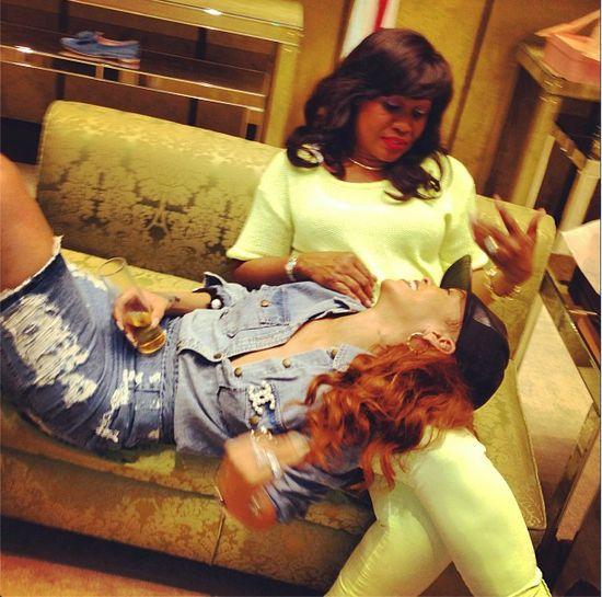 Rihanna z mamą na zakupach