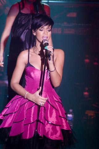 Dlaczego Rihanna ścięła włosy?