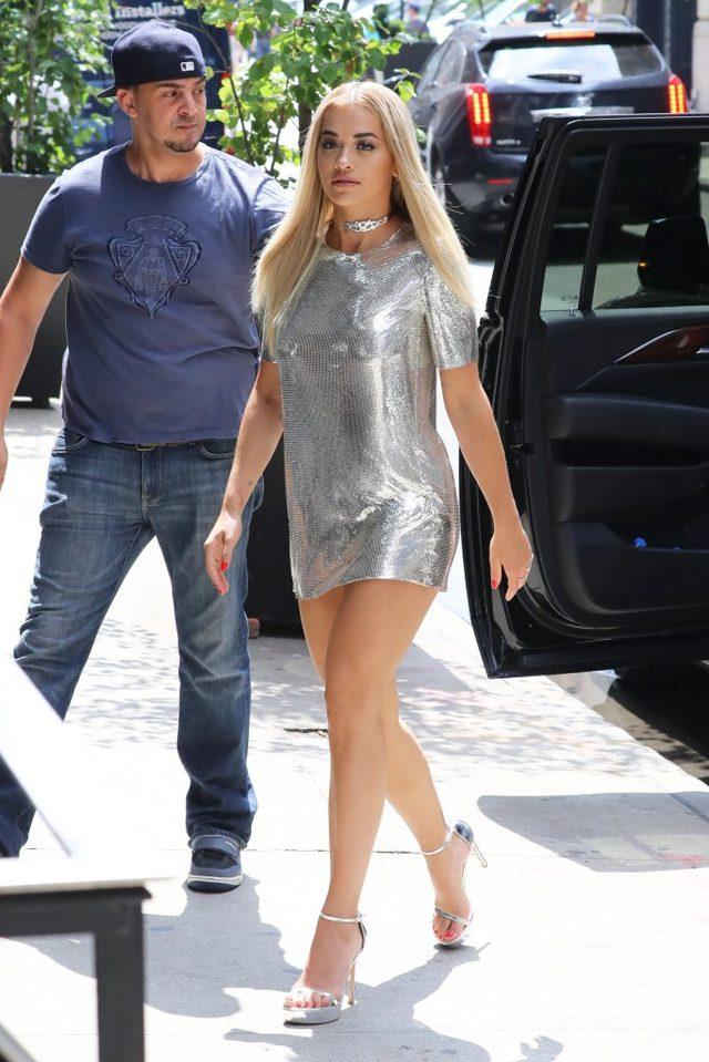 Rita Ora wygląda bosko? Zobaczcie, co jest niżej! (FOTO)