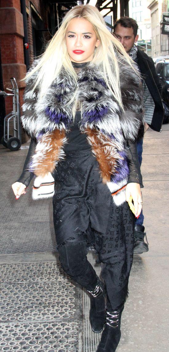 Rita Ora już chodzi w peruce (FOTO)